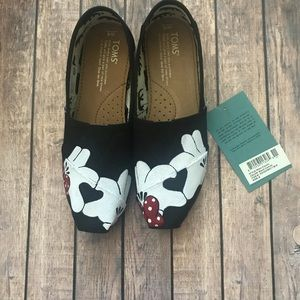Hand painted women's toms size 6